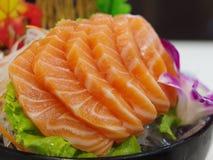Salmon Sashimi med blomman Fotografering för Bildbyråer