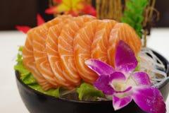 Salmon Sashimi med blomman Arkivfoto