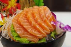 Salmon Sashimi med blomman Arkivbild