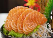 Salmon Sashimi med blomman Arkivbilder