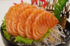Salmon Sashimi mit Blume Lizenzfreies Stockbild