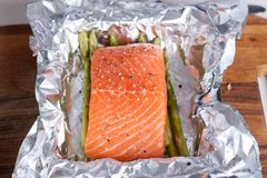 Preparation of salmon with pesto, tomatoes, asparagus Royalty Free Stock Images