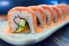 Salmon Spicy Roll Lizenzfreie Stockfotografie