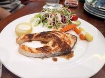 Salmon Steak lizenzfreie stockbilder