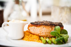 Salmon steak with asparagus Royalty Free Stock Images