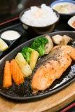 Salmon Steak com vegetal, alimento japonês Foto de Stock