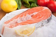 Salmon Steak op Ijs royalty-vrije stock foto