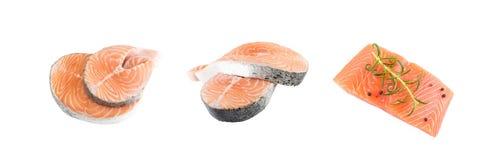 Salmon Steak rose cru, filet rouge de poissons, de copain ou de truite coupés photos libres de droits