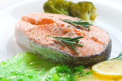 Salmon steak with vegetables Royalty Free Stock Photos