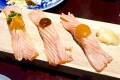 Salmon Sushi en la placa de madera Fotografía de archivo libre de regalías