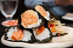 Salmon Sushi Handroll Lizenzfreies Stockfoto