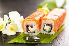 Salmon Sushi Roll Lizenzfreie Stockfotografie