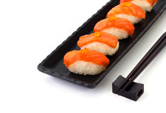Salmon Sushi sulla banda nera Fotografie Stock Libere da Diritti