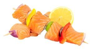 Salmon And Sweet Pepper Kebabs crudo Imagen de archivo libre de regalías