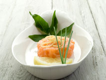 Salmon tartare with lemon Royalty Free Stock Photos