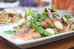 Salmon Thai-Salat Lizenzfreies Stockbild