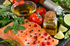 Salmon with vegetables, olive oil and herbs Royalty Free Stock Photos