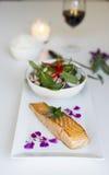 Salmone arrostito con insalata tailandese Immagini Stock Libere da Diritti