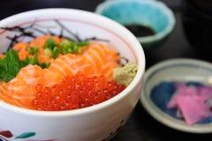 Salmone con Ikura Immagini Stock