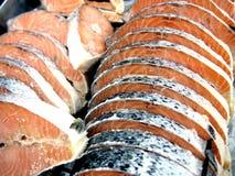 Salmone crudo fresco affettato Fotografie Stock