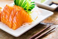 Salmone dei sushi & gamberetto e wasabi dei sushi del tonno immagini stock libere da diritti