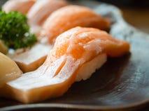 Salmone di Toro o sushi di color salmone grassi, concetto del fondo Fotografie Stock