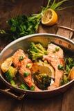 Salmone e broccoli Immagini Stock Libere da Diritti
