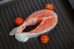 Salmone e pomodori ciliegia Fotografia Stock