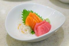 Salmone e tonno giapponesi del sashimi dell'alimento Immagine Stock