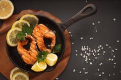 Salmone fritto o arrostito Fotografie Stock