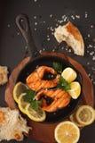Salmone fritto o arrostito Fotografie Stock Libere da Diritti
