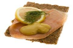 Salmones adornados en el pan integral Fotos de archivo libres de regalías