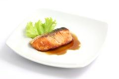 Salmones asados a la parilla con la salsa del teriyaki Fotografía de archivo