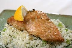Salmones cocidos al horno con arroz Foto de archivo