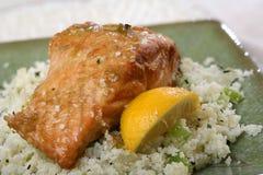 Salmones cocidos al horno con arroz Fotos de archivo