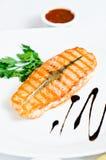 Salmones cocinados en la parrilla Imagenes de archivo