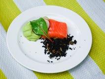 Salmones con crema batida del aguacate Foto de archivo