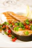 Salmones con salsa de la pimienta fotografía de archivo
