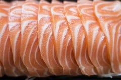 Salmones cortados, comida japonesa Foto de archivo