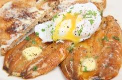 Salmones curados y desayuno del huevo escalfado Foto de archivo