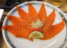 Salmones, salmones de Freah, rebanada de color salmón, comida japonesa, restaurante de Japenes, Bangkok, Tailandia, Asia Imagen de archivo