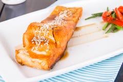 Salmones en salsa del teriyaki imagen de archivo libre de regalías