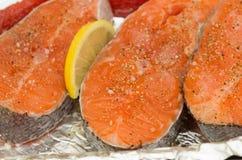 Salmones Filete de pescados rojo de color salmón crudo fresco Imagen de archivo