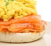 Salmones fumados con los huevos revueltos Imagen de archivo libre de regalías