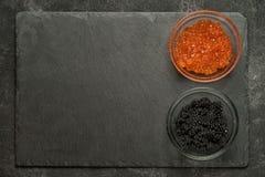 Salmones rojos y caviar negro del stugeon Foto de archivo