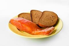 Salmones y pan en la placa Imagen de archivo libre de regalías