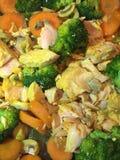 Salmones y verdura cocinados Imagenes de archivo