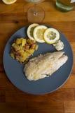 Salmonetess, Fried Potatoes, limão Imagens de Stock Royalty Free