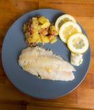 Salmonetess, Fried Potatoes, limão Foto de Stock Royalty Free
