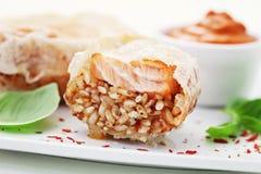 Salmoni con riso immagini stock